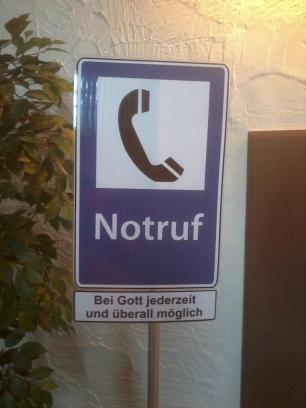 Petite exposition dans l'église évangélique de Kniebis. Le pasteur connaît apparemment le numéro de portable de Dieu. :-)